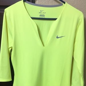 Nike quarter sleeve Top